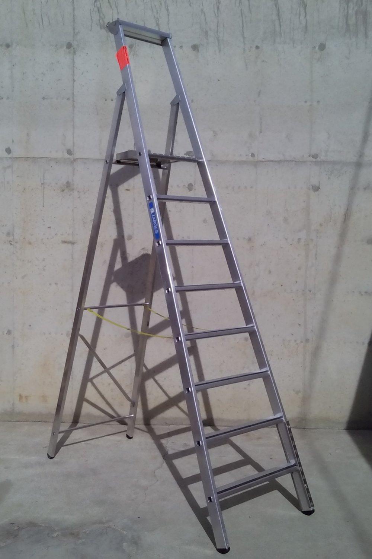 Escalera de aluminio con plataforma 207 cm cabau for Escalera aluminio pequena