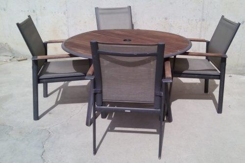 Taula de teka amb 4 cadires