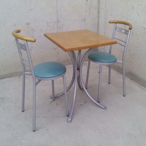 Taula de 60x60 + 2 cadires