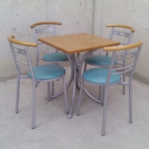 Taula de 60x60 + 4 cadires