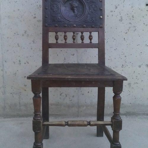 Cadires d'estil castellà de segona mà
