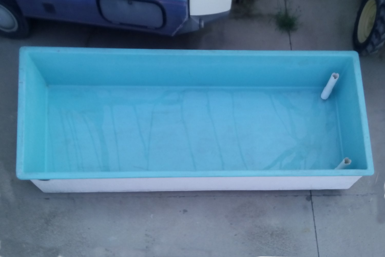 Dep sito de agua de 2400 litros cabau oportunitats for Vaso piscina poliester segunda mano