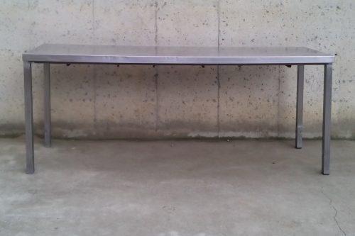 Taula d'acer inoxidable d 198 cm de segona mà a cabauoportunitats.com