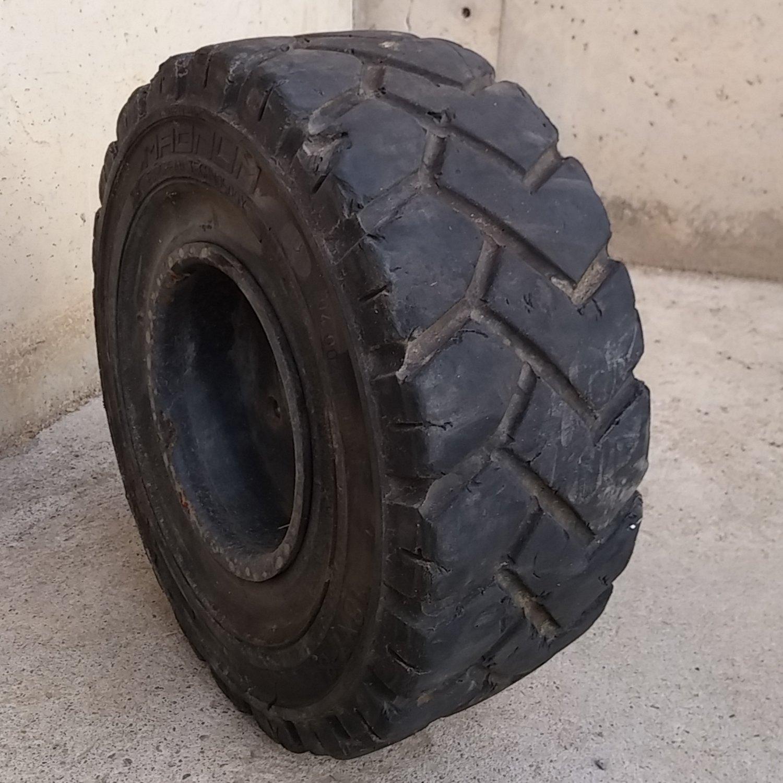 Neumático macizo SOLIDEAL MAGNUM 18x7-8 de ocasión en cabauoportunitats.com