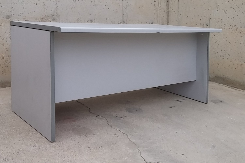 Escritorio gris para oficina 160x80x75cm | Cabau Oportunitats