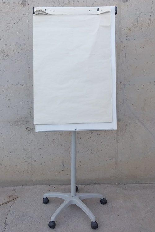 Pissarra magnètica amb potes 188cm d'ocasió a cabauoportunitats.com
