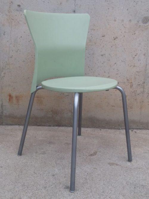 Cadira de plàstic color verd d'ocasió a cabauoportunitats.com Balaguer - Lleida - Catalunya