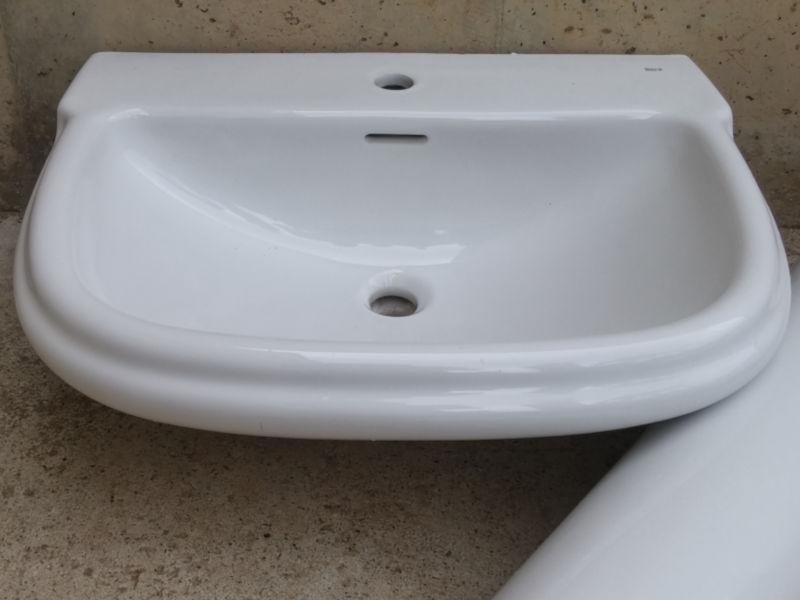 Lavabo con pie roca gala cabau oportunitats for Pica lavabo