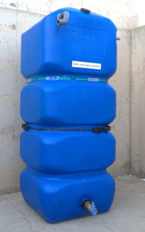 Dipòsit aigua potable 1000 litres 80x80x200cm de segona mà a cabauoportunitats.com Balaguer - Lleida - Catalunya