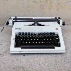 Máquina de escribir OLYMPIA REGINA DE LUXE de segunda mano en cabauoportunitats.com