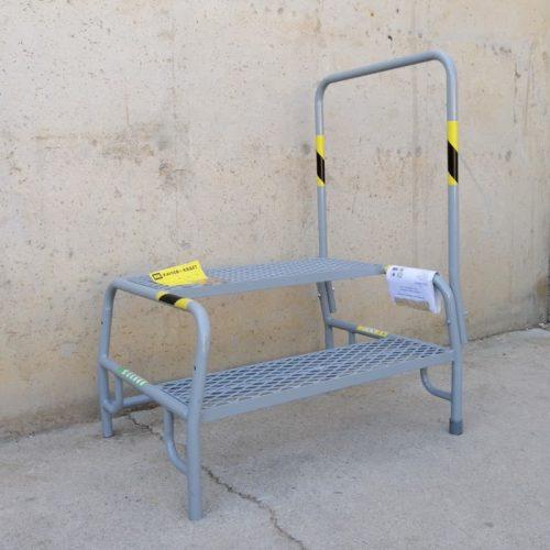 Escalera 2 escalones y barandilla nueva en cabauoportunitats.com