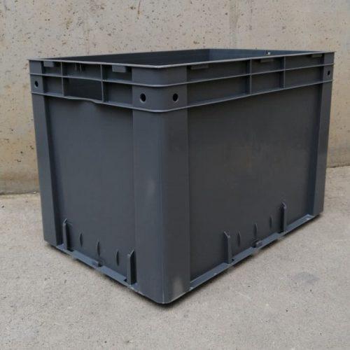 Caixa resistent nova procedent d'un final d'estoc. Caixa de polipropé apte per a ús alimentari. Resistent a temperatures de -20º a +90º. Parets llises que faciliten la neteja. Capacitat: 80 litres. Mides: 60x40x42cm.