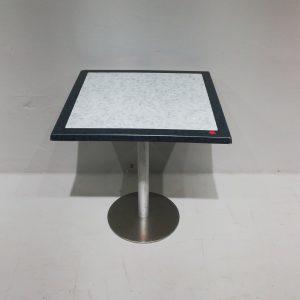 Taula de segona mà de 70x70cm per a terrassa en venda a cabauoportunitats.com Balaguer - Lleida - Catalunya